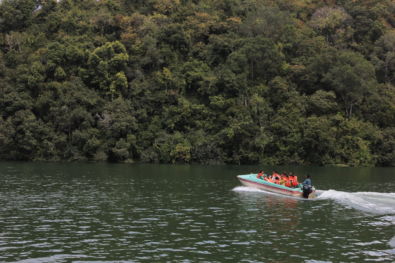 One would also do a speed boat ride in the Neyyar dam