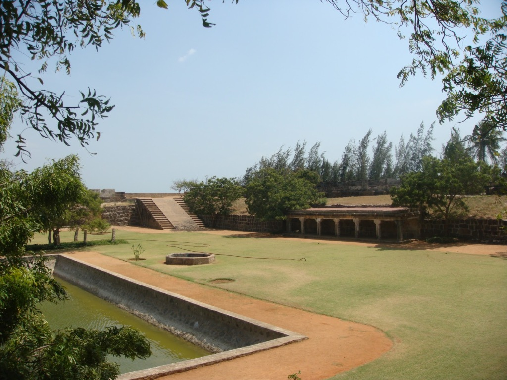 The insides of the Vattakottai fort.