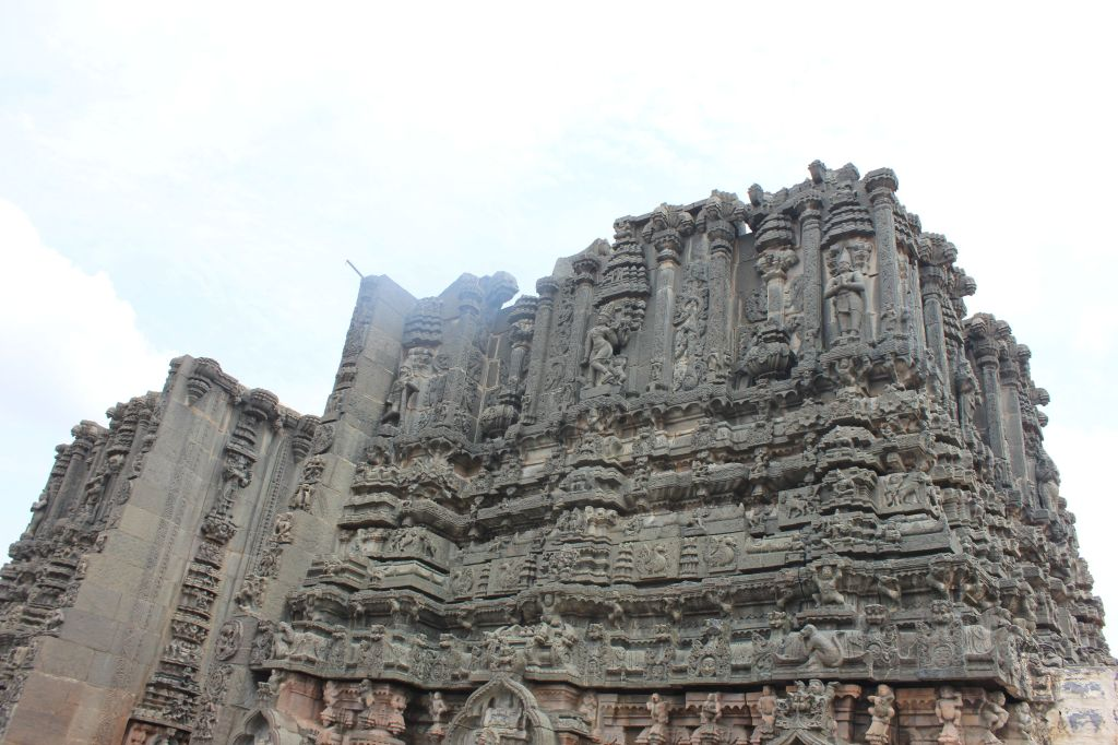 Bugga Ramalingeswara Swamy Temple: The Gopura facing the river Penna